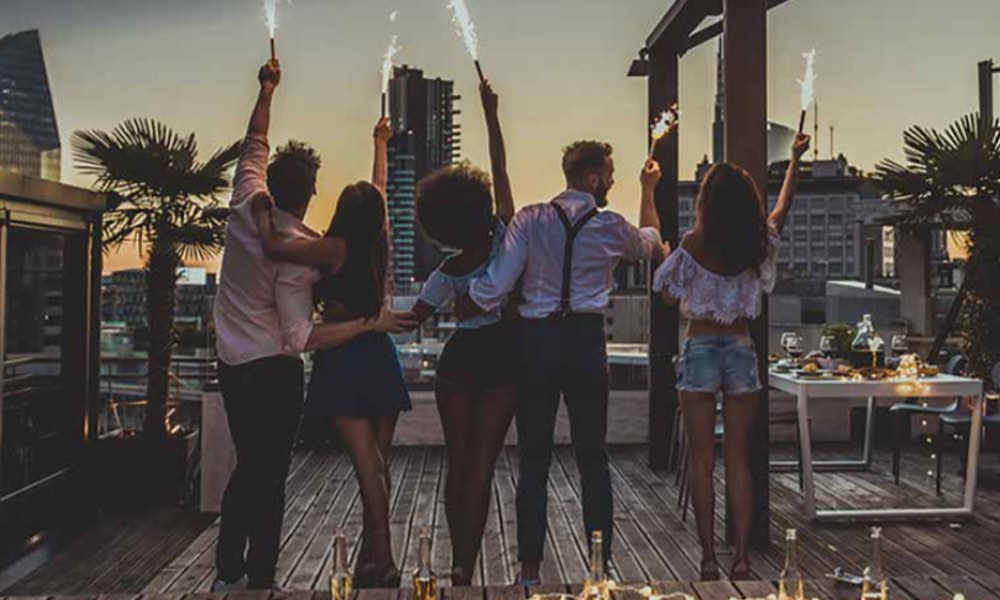 TIPS FOR THROWING AN EPIC PARTY